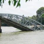 Sập cầu ở Đồng Nai sau va chạm với xà lan