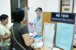 Thông tin trên chứng minh nhân dân không khớp với giấy khai sinh